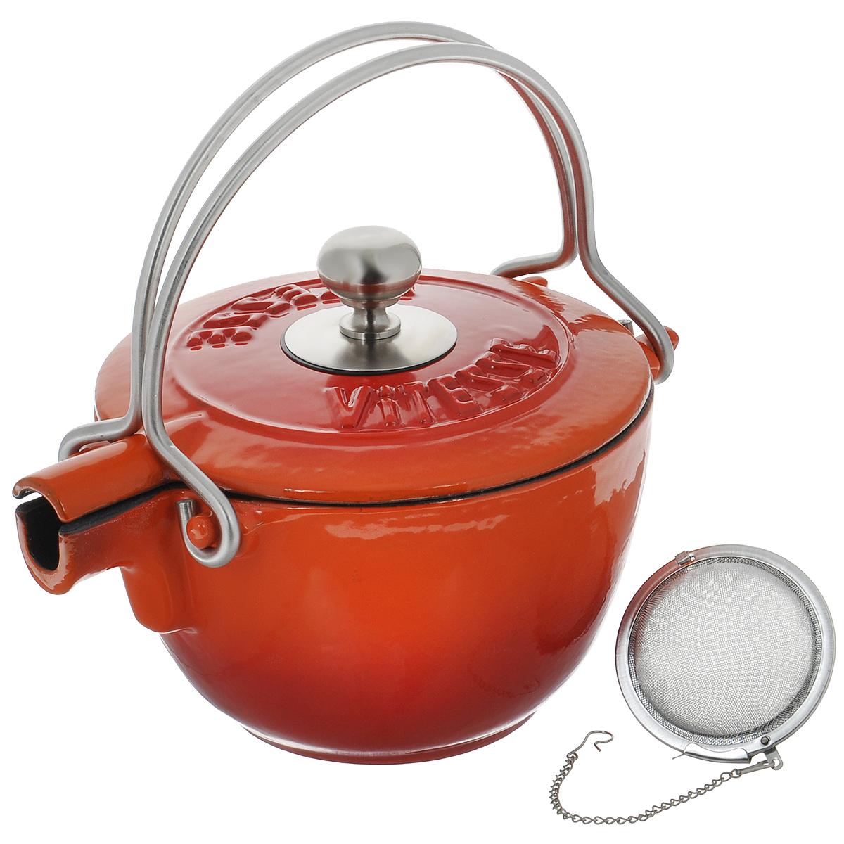 Чайник заварочный Vitesse Ferro, с ситечком, цвет: оранжевый, 1,15 лVS-2329_красныйЗаварочный чайник Vitesse Ferro изготовлен из чугуна с эмалированной внутренней и внешней поверхностью. Эмалированный чугун - это железо, на которое наложено прочное стекловидное эмалевое покрытие. Такая посуда отлично подходит для приготовления традиционной здоровой пищи. Чугун является наилучшим материалом, который долго удерживает и равномерно распределяет тепло. Благодаря особым качествам эмали, чем дольше вы используете посуду, тем лучше становятся ее эксплуатационные характеристики. Чугун обладает высокой прочностью, износоустойчивостью и антикоррозийными свойствами. Чайник оснащен двумя металлическими ручками и крышкой. Металлическое ситечко на цепочке с крючком - в комплекте. Можно готовить на газовых, электрических, стеклокерамических, галогенных, индукционных плитах. Подходит для мытья в посудомоечной машине. Высота чайника (без учета ручки и крышки): 10,5 см. Диаметр чайника (по верхнему краю): 15,5 см. Диаметр ситечка: 6 см....