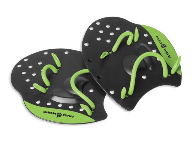 Лопатки для плавания Mad Wave Paddles Pro, цвет: черный, зеленый. Размер L10010354Плоская поверхность лопаток Mad Wave Paddles Pro разработана специально для отработки оптимального положения рук в воде и повышения мощности гребка в любом виде плавания. Эластичные ремешки легко регулируются и обеспечивают удобную и надежную фиксацию на кистях рук. Отверстия в лопатках улучшают чувство воды ладонями.