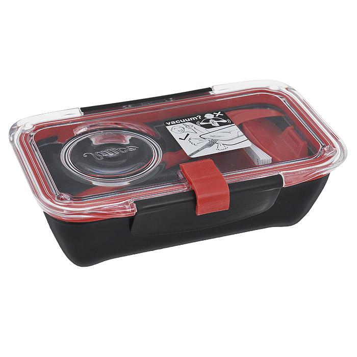 Ланч-бокс Black+Blum Bento Box, цвет: черный, красный, 18,5 см х 12 см х 6,5 смBT004Ланч-бокс Black+Blum Bento Box изготовлен из высококачественного пищевого пластика, устойчивого к нагреванию. Ланч-бакс имеет прямоугольную форму. Оснащен прозрачной вакуумной крышкой, которая закрывается на две защелки. Благодаря силиконовой прослойке, крышка плотно закрывается, обеспечивая герметичность и дольше сохраняя продукты свежими. В комплекте имеется соусник, разделитель для блюд и вилка, которая крепится к крышке. Благодаря компактным размерам, ланч-бокс поместится даже в дамскую сумочку. Можно использовать в микроволновой печи и мыть в посудомоечной машине.