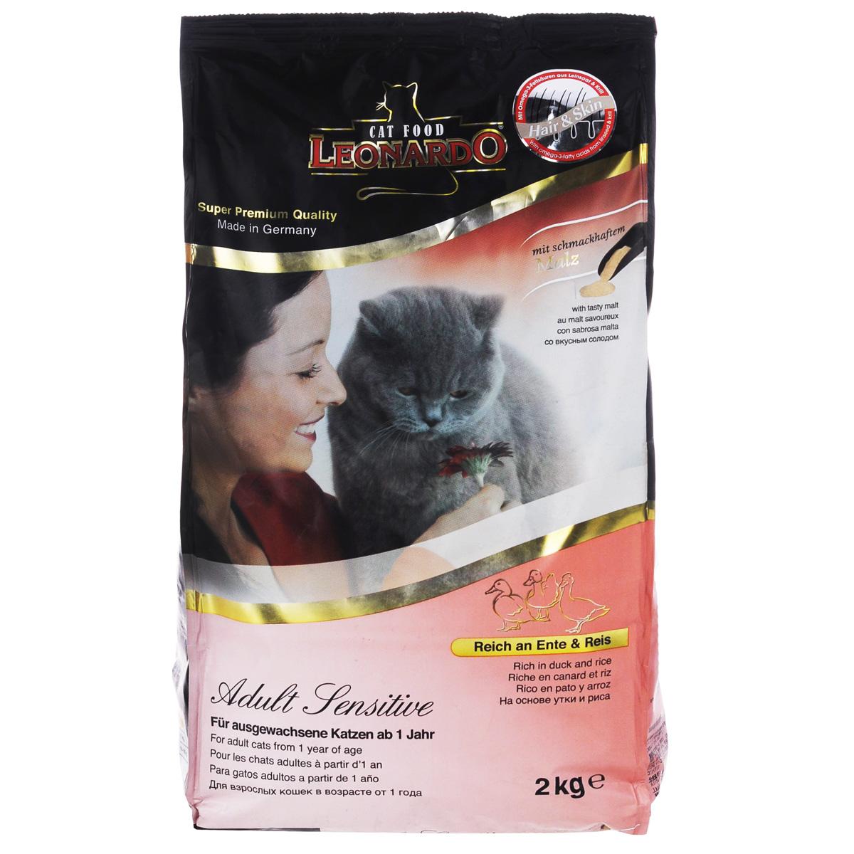 Корм сухой Leonardo Adult Sensetiv для взрослых кошек, с уткой и рисом, 2 кг19755Корм сухой Leonardo Adult Sensetiv на основе утки предназначен для привередливых кошек. Способствует выведению комочков шерсти из желудка и кишечника. Снижает образование зубного камня и зубного налета. Корм обладает профилактикой мочекаменной болезни и подходит для кастрированных/стерилизованных котов и кошек. Состав: сухое мясо птицы пониженной зольности (30%; из них утка 20%); рис (25%); жир домашней птицы; рожь; солод (4%); картофельный крахмал; криль (2,5%); яйцо сушеное; сухие пивные дрожжи; гидролизат печени птицы; мука сельди; вытяжка из виноградной косточки (1,5%); высушенный цареградский стручок; льняное семя (1,1%); мука индийского растения; поваренная соль; инулин. Анализ: протеин 32 %, жир: 20 %, клетчатка 1,9 %, зола: 7,5%, витамин А: 15,000 МЕ/кг, витамин Е: 150 мг/кг, витамин D3:1500 МЕ/кг, кальций: 1%, фосфор: 0,9 %. Товар сертифицирован.