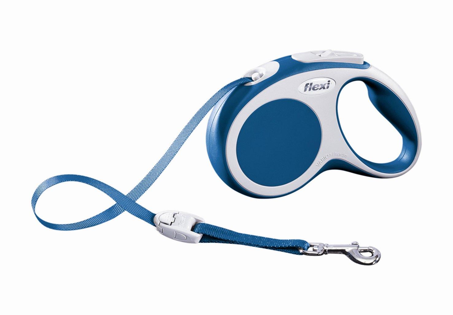 Поводок-рулетка Flexi Vario Compact S для собак до 15 кг, цвет: синий, 5 м019924Поводок-рулетка Flexi Vario Compact S изготовлен из пластика и нейлона. Ленточный поводок обеспечивает каждой собаке свободу движения, что идет на пользу здоровью и радует вашего четвероногого друга. Рулетка очень проста в использовании, оснащена кнопками кратковременной и постоянной фиксации. Ее можно оснастить - мультибоксом для лакомств или пакетиков для сбора фекалий, LED подсветкой корпуса, своркой или ремнем с LED подсветкой. Поводок имеет прочный корпус, хромированную застежку и светоотражающие элементы. Длина поводка: 5 м. Максимальная нагрузка: 15 кг. Товар сертифицирован.