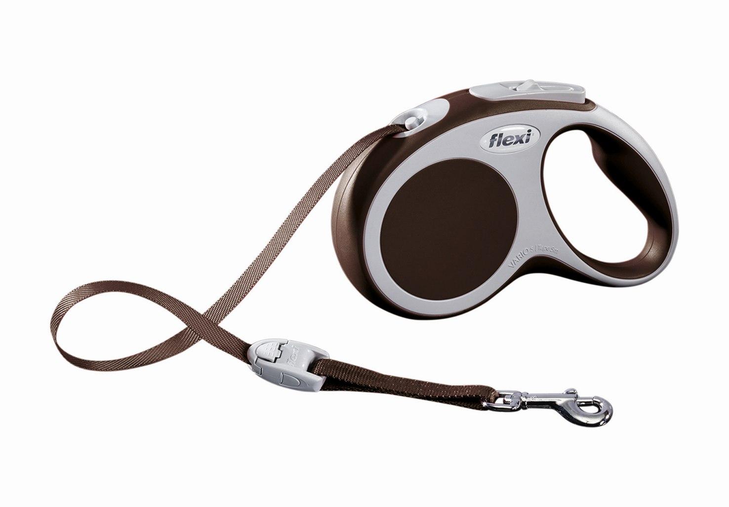 Поводок-рулетка Flexi Vario Compact S для собак до 15 кг, цвет: коричневый, 5 м019931Поводок-рулетка Flexi Vario Compact S изготовлен из пластика и нейлона. Ленточный поводок обеспечивает каждой собаке свободу движения, что идет на пользу здоровью и радует вашего четвероногого друга. Рулетка очень проста в использовании, оснащена кнопками кратковременной и постоянной фиксации. Ее можно оснастить - мультибоксом для лакомств или пакетиков для сбора фекалий, LED подсветкой корпуса, своркой или ремнем с LED подсветкой. Поводок имеет прочный корпус, хромированную застежку и светоотражающие элементы. Длина поводка: 5 м. Максимальная нагрузка: 15 кг. Товар сертифицирован.