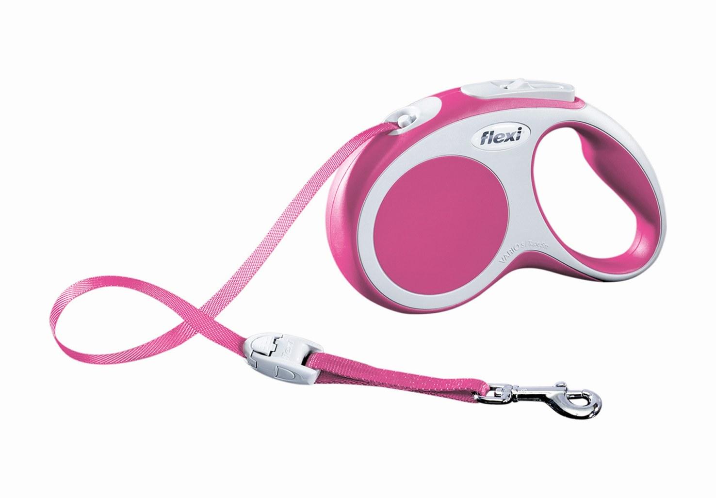 Поводок-рулетка Flexi Vario Compact S для собак до 15 кг, цвет: розовый, 5 м019955Поводок-рулетка Flexi Vario Compact S изготовлен из пластика и нейлона. Ленточный поводок обеспечивает каждой собаке свободу движения, что идет на пользу здоровью и радует вашего четвероногого друга. Рулетка очень проста в использовании, оснащена кнопками кратковременной и постоянной фиксации. Ее можно оснастить - мультибоксом для лакомств или пакетиков для сбора фекалий, LED подсветкой корпуса, своркой или ремнем с LED подсветкой. Поводок имеет прочный корпус, хромированную застежку и светоотражающие элементы. Длина поводка: 5 м. Максимальная нагрузка: 15 кг. Товар сертифицирован.