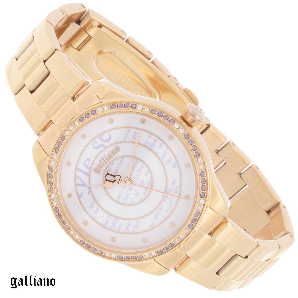 """Часы женские наручные Galliano, цвет: золотой. R2553115501R2553115501Наручные женские часы Galliano оснащены кварцевым механизмом. Корпус выполнен из высококачественной нержавеющей стали с PVD-покрытием и украшен кристаллами. Циферблат с отметками оформлен """"газетным"""" принтом и защищен минеральным стеклом. Часы имеют три стрелки - часовую, минутную и секундную. Браслет часов выполнен из нержавеющей стали с PVD-покрытием и оснащен раскладывающейся застежкой. Часы укомплектованы паспортом с подробной инструкцией. Часы Galliano благодаря своему великолепному дизайну и качеству исполнения станут главным акцентом вашего образа. Характеристики: Диаметр циферблата: 3,3 см. Размер корпуса: 3,9 см х 3,9 см х 0,9 см. Длина браслета (с корпусом): 25 см. Ширина браслета: 1,5 см."""
