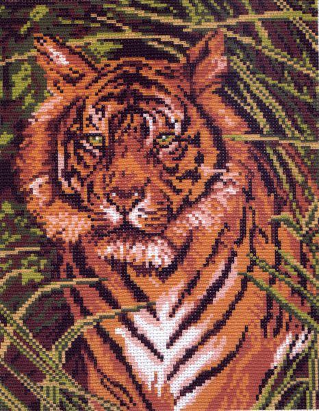 Канва с рисунком для вышивания Тигр, 28 х 34 см 99426195_099, 551205Канва с рисунком для вышивания Тигр изготовлена из хлопка. Рисунок-вышивка выполненный на такой канве, выглядит очень оригинально. Вышивка выполняется в технике полный крестик в 2-3 нити или полукрестом в 4 нити. Для этого возьмите отрез (60 см) мулине нужного цвета, который состоит из 6 ниточек. Вышивание отвлечет вас от повседневных забот и превратится в увлекательное занятие! Работа, сделанная своими руками, создаст особый уют и атмосферу в доме и долгие годы будет радовать вас и ваших близких, а подарок, выполненный собственноручно, станет самым ценным для друзей и знакомых. Рекомендуемое количество цветов: 9. Не рекомендуется стирать или мочить рисунок на канве перед вышиванием. УВАЖАЕМЫЕ КЛИЕНТЫ! Обращаем ваше внимание, на тот факт, что цвет символа на ткани может отличаться от реального цвета нити мулине.