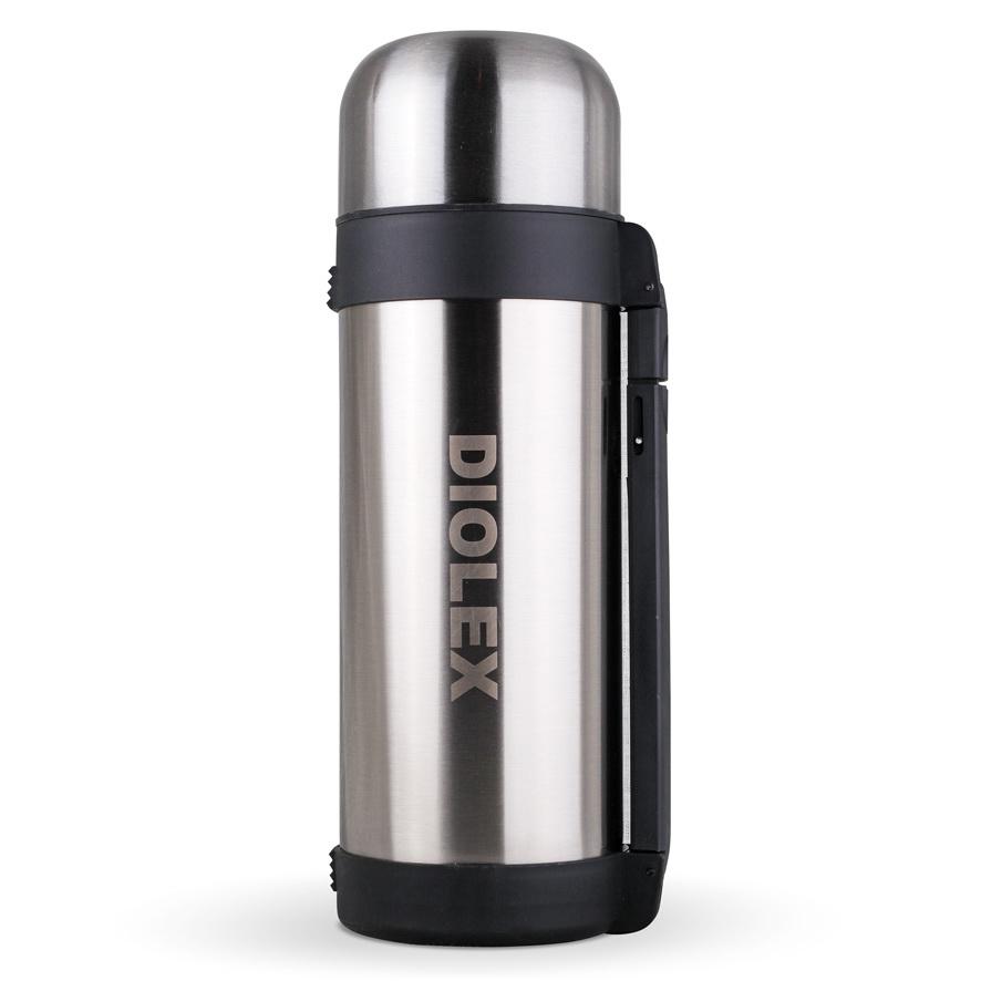 Термос универсальный Diolex, 1,8 лDXH-1800-1Термос Diolex изготовлен из высококачественной нержавеющей стали с матовой полировкой и пластика. Двойная внутренняя колба обеспечивает долгое сохранение температуры содержимого. Термос вакуумный, он плотно закрывается специальным клапаном и дополнительно закручивается крышкой. Пластиковая подвижная ручка и ремешок для переноски делают использование термоса легким и удобным. Термос подходит как для хранения жидкостей, так и пищи. Для еды в комплекте предусмотрен специальный пластиковый контейнер белого цвета. Термос сохраняет напитки и продукты горячими или холодными долгое время. Легкий и прочный термос Diolex идеально подойдет для отдыха на природе и путешествий.