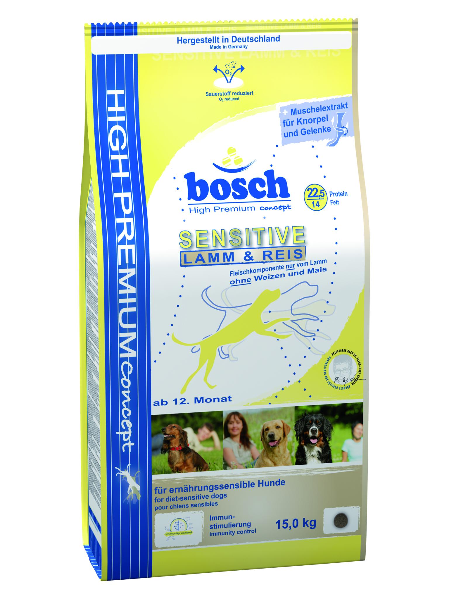 Корм сухой Bosch Sensitive Lamm & Reis для взрослых собак, склонных к аллергии, с ягненком и рисом, 15 кг55200015Сухой корм Bosch Sensitive Lamm & Reis с мясом ягненка и рисом - полноценный сбалансированный рацион для взрослых собак, склонных к аллергии. Благодаря сочетанию риса и мяса ягненка, имеющего низкий аллергенный потенциал, вероятность непереносимости корма у собак сведена к минимуму. Ингредиенты: рис 37.5%, мука из мяса ягненка мин. 20%, ячмень, животный жир, рисовая клейковина, картофельный протеин, свекольная пульпа, цельное яйцо (дегидратированное), льняное семя, гидролизованное мясо, горошек, пищевые волокна (целлюлоза), дрожжи (дегидратированные), поваренная соль, хлорид калия, мука из мидий, экстракт новозеландского зеленогубчатого моллюска (натуральный продукт для поддержания здоровья соединительной ткани и суставов), порошок цикория. Химический состав: протеин - 22,5%; содержание жира - 14,0%; клетчатка - 2,5%; минеральные вещества - 7,0%; вода - 10,0%, экстрактивные вещества, не содержащие азот - 44,0%. Основные добавки на 1...