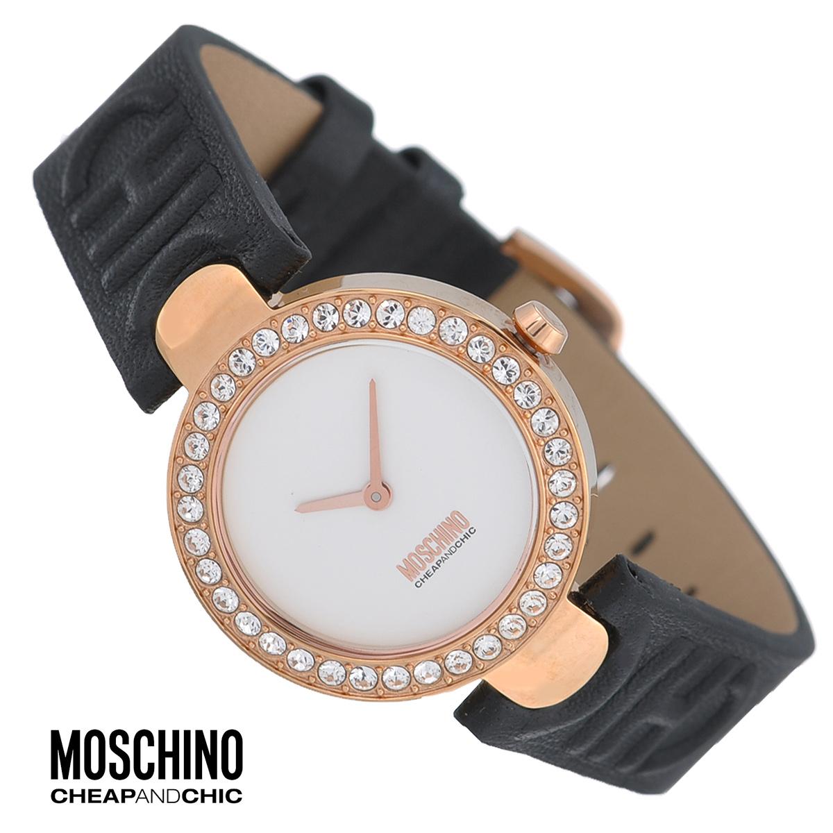 Часы женские наручные Moschino, цвет: золотистый, черный. MW0353MW0353Наручные часы от известного итальянского бренда Moschino - это не только стильный и функциональный аксессуар, но и современные технологи, сочетающиеся с экстравагантным дизайном и индивидуальностью. Часы Moschino оснащены кварцевым механизмом. Корпус выполнен из высококачественной нержавеющей стали с PVD-покрытием и по контуру циферблата декорирован стразами. Циферблат без отметок украшен логотипом бренда и защищен минеральным стеклом. Часы имеют две стрелки - часовую и минутную. Ремешок часов выполнен из натуральной кожи и оснащен классической застежкой. Часы упакованы в фирменную металлическую коробку с логотипом бренда. Часы Moschino благодаря своему уникальному дизайну отличаются от часов других марок своеобразными циферблатами, функциональностью, а также набором уникальных технических свойств. Каждой модели присуща легкая экстравагантность, самобытность и, безусловно, великолепный вкус. Характеристики: Диаметр циферблата:...