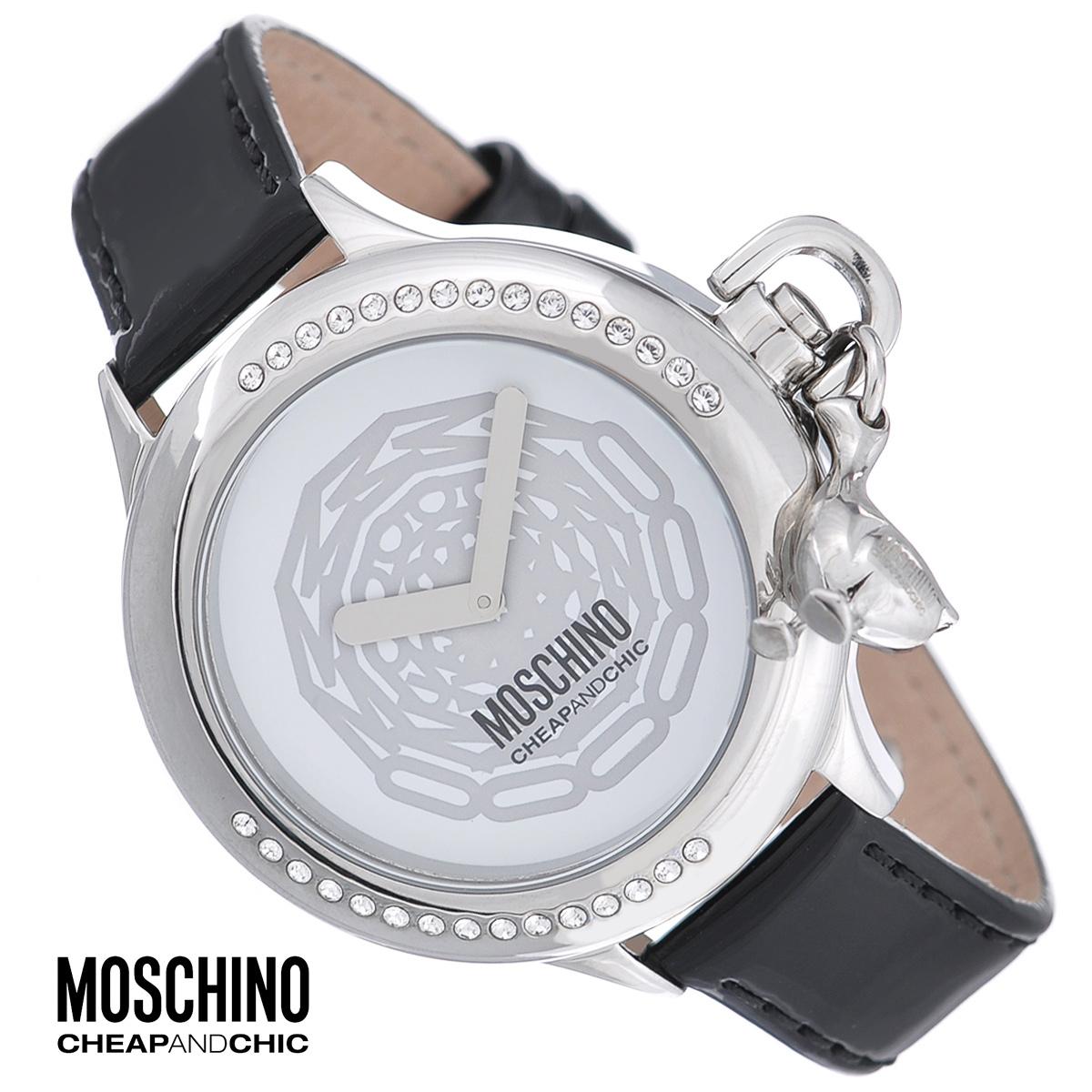 Часы женские наручные Moschino, цвет: серебристый, черный. MW0046MW0046Наручные часы от известного итальянского бренда Moschino - это не только стильный и функциональный аксессуар, но и современные технологи, сочетающиеся с экстравагантным дизайном и индивидуальностью. Часы Moschino оснащены кварцевым механизмом. Корпус круглой формы выполнен из высококачественной нержавеющей стали и инкрустирован кристаллами. Часы декорированы очаровательной подвеской. Циферблат без отметок оформлен оригинальным принтом и защищен минеральным стеклом. Часы имеют две стрелки - часовую и минутную. Ремешок часов выполнен из натуральной лаковой кожи и оснащен классической застежкой. Часы упакованы в фирменную металлическую коробку с логотипом бренда. Часы Moschino благодаря своему уникальному дизайну отличаются от часов других марок своеобразными циферблатами, функциональностью, а также набором уникальных технических свойств. Каждой модели присуща легкая экстравагантность, самобытность и, безусловно, великолепный вкус. ...