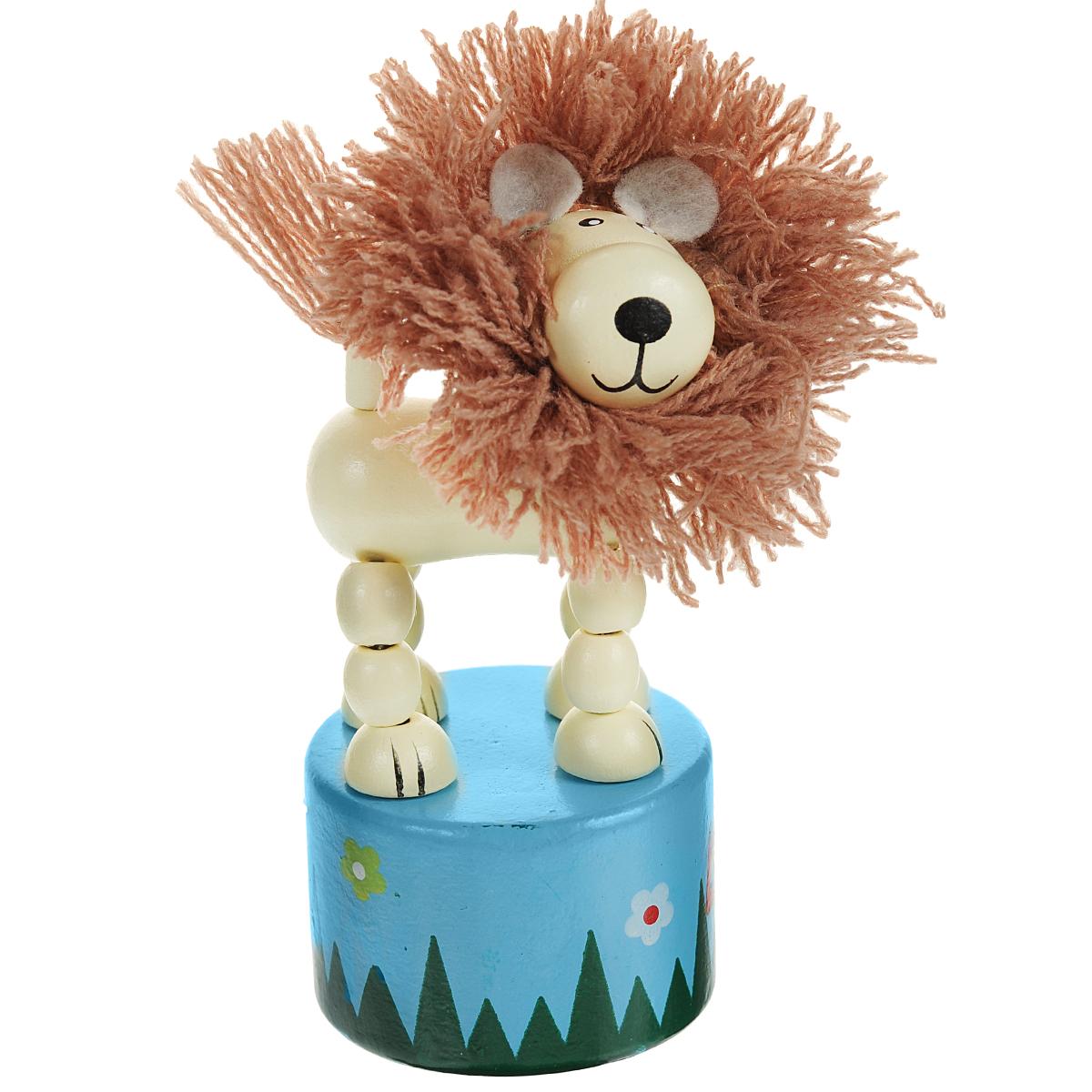 Mapacha Игрушка деревянная Танцующий лев с гривой, цвет: бежевый, голубой76441Игрушка Mapacha Танцующий лев с гривой надолго займет внимание вашего ребенка. Она выполнена в виде забавного льва с пушистой гривой, закрепленного на круглой подставке. Элементы игрушки нанизаны на прочную эластичную резинку. Если нажать пальцем на кнопку снизу подставки, то лев начнет танцевать – двигаться, наклоняясь в разные стороны. Игрушка Mapacha Танцующий лев с гривой развивает воображение, координацию движений и мелкую моторику рук.