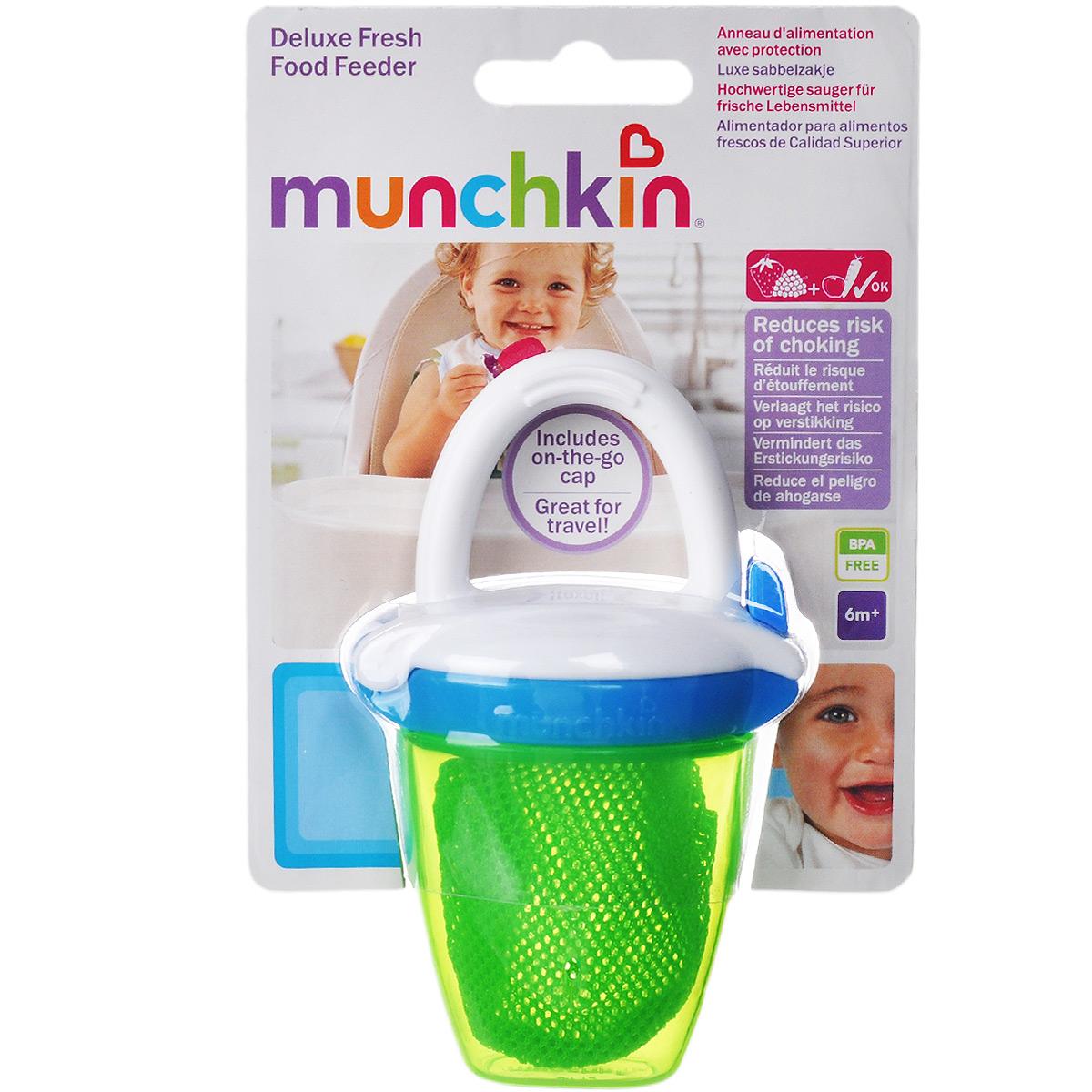 Ниблер Munchkin Deluxe, цвет: зеленый11490 NEWНиблер Munchkin Deluxe создан специально для безопасного кормления фруктами и овощами, соответствующими возрасту ребенка. Ваш малыш будет наслаждаться натуральным вкусом, структурой и высоким качеством свежих продуктов безопасно, без риска удушья - а вы получите душевное спокойствие! Благодаря простой конструкции сеточки, этот удобный при прорезывании зубов прибор позволяет младенцам грызть продукты самостоятельно и безопасно. Достаточно просто поместить кусочек фруктов, овощей или даже мяса в сетчатый мешочек и закрыть его. Ребенок может жевать, грызть и сосать их, через сеточку проходят только очень маленькие частички, что снижает риск подавиться. Также служит альтернативой прорезывателям для зубов. В наборе имеется крышка, благодаря которой можно взять ниблер с собой в поездку. Благодаря ручке ребенку легко его держать и делать первые шаги к самостоятельному питанию. Можно мыть в посудомоечной машине на верхней полке. Не использовать в СВЧ, не...
