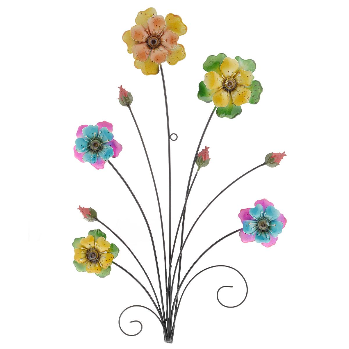 Панно декоративное настенное Molento Цветы. 576-063576-063Декоративное настенное панно Molento Цветы, изготовленное из металла, позволит вам украсить интерьер дома, рабочего кабинета или любого другого помещения оригинальным образом. Изделие выполнено в виде букета из ярких цветов разных размеров. Панно имеет рельефную поверхность и оснащено специальным отверстием для подвешивания. С таким панно вы сможете не просто внести в интерьер элемент оригинальности, но и создать атмосферу загадочности и изысканности.