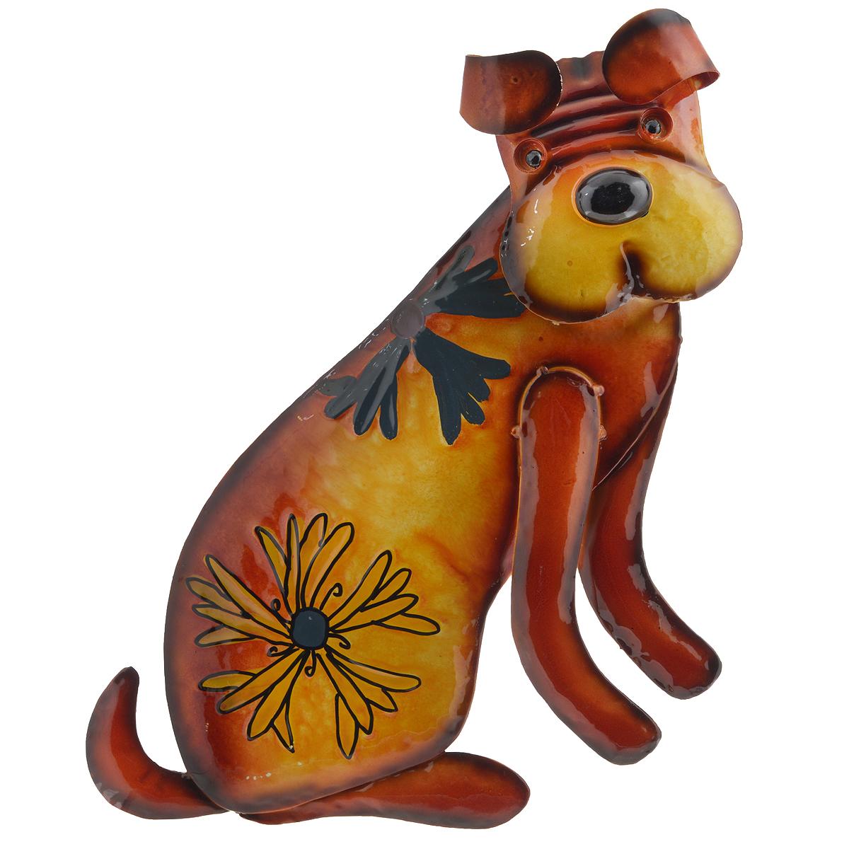 Панно декоративное настенное Molento Собака. 576-056576-056Декоративное настенное панно Molento Собака, изготовленное из металла, позволит вам украсить интерьер дома, рабочего кабинета или любого другого помещения оригинальным образом. Изделие выполнено в виде собаки, оформленной изображением цветов. Голова собаки подвижна благодаря пружине, на которую она крепиться к телу. Панно имеет рельефную поверхность и оснащено специальным отверстием для подвешивания. С таким панно вы сможете не просто внести в интерьер элемент оригинальности, но и создать атмосферу загадочности и изысканности.