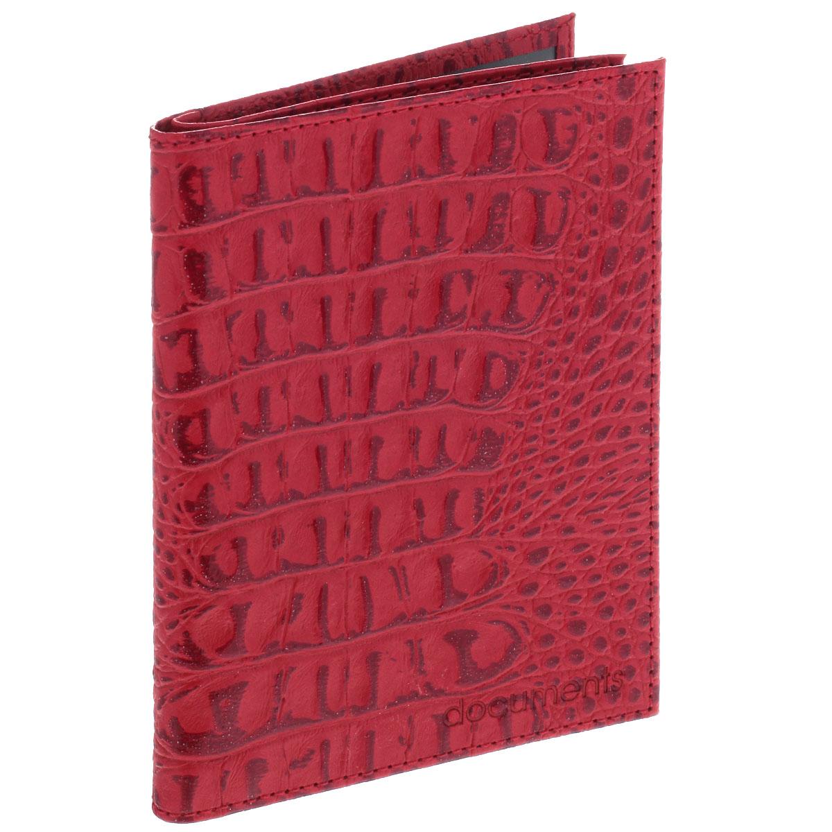 Бумажник водителя Befler, цвет: красный. BV.22.-13BV.22.-13. красныйУльтрамодный бумажник водителя Befler изготовлен из натуральной кожи и декорирован тиснением под рептилию. Изделие с обеих сторон дополнено тиснеными надписями. В бумажнике два отделения. Первое предназначено для автодокументов, содержит съемный блок из 6 прозрачных файлов и два боковых кармана (один - с окошком из пластика). Второе - для паспорта, содержит два боковых прозрачных кармана, которые обеспечат надежную фиксацию вашего документа. Изделие упаковано в фирменную коробку. Такой бумажник не только защитит ваши документы, но и станет стильным аксессуаром, который прекрасно дополнит образ.
