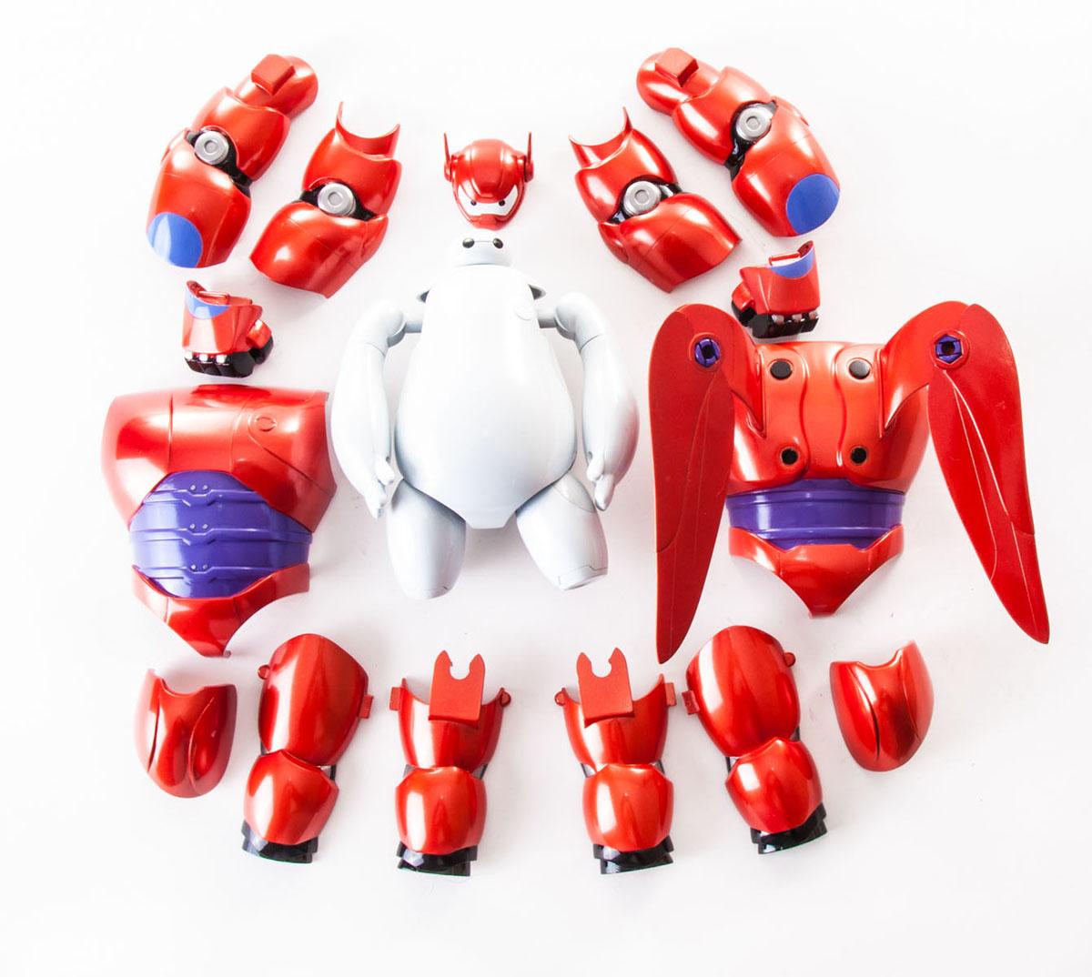 Фигурка Big Hero 6 Бэймакс, с аксессуарами38700Фигурка Big Hero 6 Бэймакс понравится любому маленькому поклоннику мультфильма Город героев, ведь она представляет собой точную детализированную копию робота Бэймакса из мультфильма. Фигурка выполнена из прочного пластика, ее руки, ноги и голова подвижны. В комплект также входят аксессуары - броня и крылья для Бэймакса, которая без труда снимается и надевается, давая малышу неограниченный простор для фантазии и игр. Надеть броню очень легко, с ней милый Бэймакс превращается в грозного боевого робота. Броня в точности повторяет внешний вид Бэймакса из мультфильма, и порадует даже самого взыскательного маленького коллекционера. Бэймакс - главный герой мультфильма Город Героев. Он является персональным помощником по уходу за здоровьем и всегда здоровается своей коронной фразой Привет, я Бэймакс! Ваш персональный робот для помощи по уходу за здоровьем Добрый, милый и заботливый надувной робот стал лучшим другом для Хиро. Фигурка надолго увлечет вашего малыша...