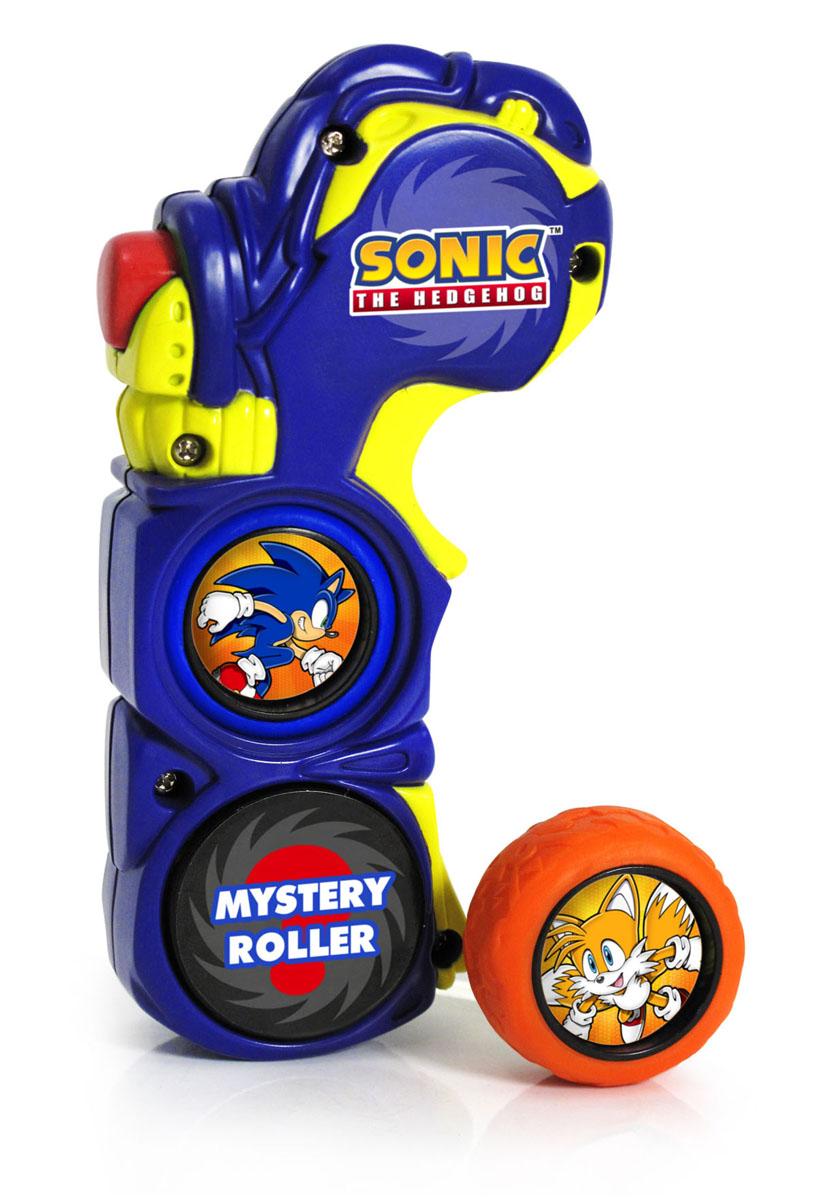 Sonic Игровой набор Roller Racers65872Игровой набор Sonic Roller Racers состоит из пусковой установки в виде пульта и 3-х колес. На пульте есть отсек для колеса. Нужно поместить туда колесо и прокрутить до щелчка, после этого нажмите красную кнопку, и колесико тотчас вылетит и помчится вперед! Для настоящего безудержного веселья нужно как минимум две таких пусковых установки, тогда вы сможете соревноваться с друзьями, чей ролик прокатится дальше. Порадуйте вашего непоседу таким замечательным подарком!