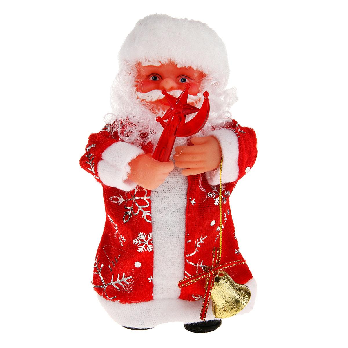 Новогодняя декоративная фигурка Sima-land Дед Мороз со звездой, музыкальная, высота 18 см. 827827827827Новогодняя декоративная фигурка выполнена из высококачественного пластика в виде Деда Мороза. Дед Мороз одет в шубу с опушкой. На голове колпак в цвет шубы. В одной руке Дед Мороз держит фонарик в виде месяца и звезды, а в другой - колокольчик. Особенностью фигурки является наличие механизма, при включении которого играет мелодия и загорается фонарик. Его добрый вид и очаровательная улыбка притягивают к себе восторженные взгляды. Декоративная фигурка Дед Мороз подойдет для оформления новогоднего интерьера и принесет с собой атмосферу радости и веселья.