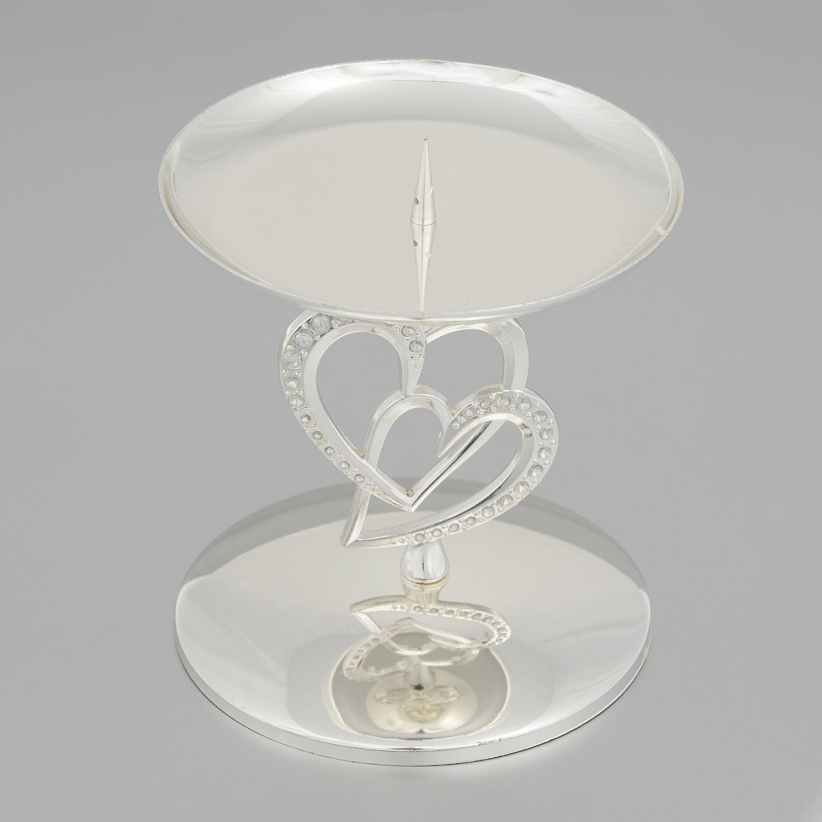 Подсвечник Marquis, высота 12 см. 2164-MR2164-MRПодсвечник Marquis, стилизованный под старину, выполнен из стали с никель-серебряным покрытием. Ножка оформлена сердечками, декорированными стразами. Подсвечник предназначен для тонких классических свечей и свечей таблеток. Свеча устанавливается на чаше с помощью специального шпиля. Такой подсвечник позволит вам украсить интерьер дома или рабочего кабинета оригинальным образом. Вы сможете не просто внести в интерьер своего дома элемент необычности, но и создать атмосферу загадочности и изысканности. Материал: сталь с никель-серебряным покрытием, стекло. Диаметр основания: 11 см. Диаметр (по верхнему краю): 11 см. Высота подсвечника: 12 см.