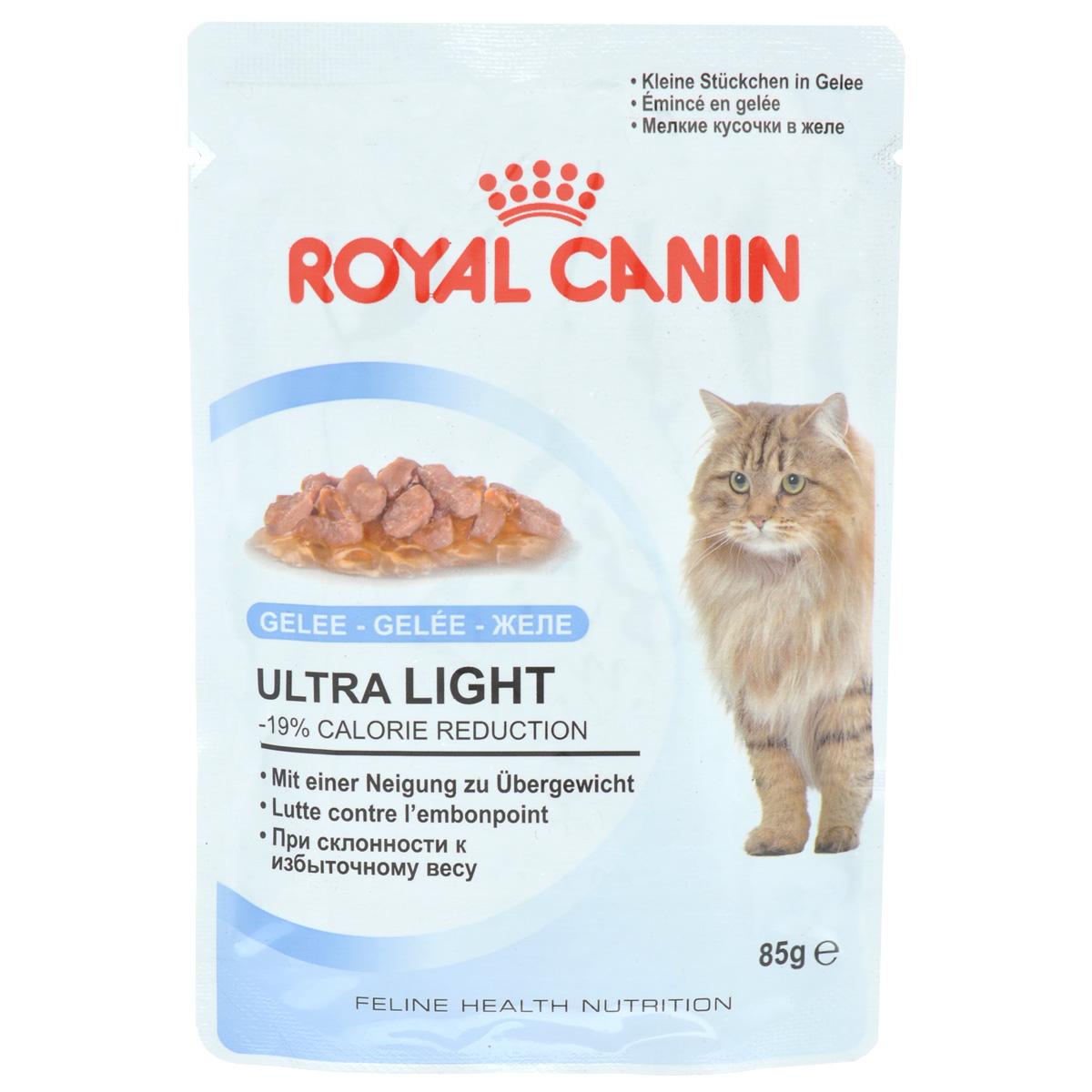 Консервы Royal Canin Ultra Light, для кошек, склонных к полноте, мелкие кусочки в желе, 85 г786001Консервы Royal Canin Ultra Light - полнорационный влажный корм рекомендован кошкам старше 1 года. Излишний вес может нанести вред здоровью вашей кошки! Излишний вес у кошек обычно бывает вызван несбалансированностью между поступлением энергии (слишком большим количеством еды или высококалорийной диетой) и расходом энергии (недостаточной подвижностью). У взрослых кошек, особенно имеющих лишний вес, может развиться мочекаменная болезнь, возникающая из-за недостаточного потребления воды и редкого мочеиспускания Если при похудении используется питание с недостаточным содержанием белка, возможны потери не только жировой, но и мышечной массы кошки. -19% калорий. Влажный корм Ultra Light 10 помогает сократить количество спонтанно потребляемых кошкой калорий. L-карнитин стимулирует расщепление жиров. Поддержание мышечной массы. Способствует поддержанию мышечной массы кошки благодаря высокому содержанию биологически ценного протеина и потере...