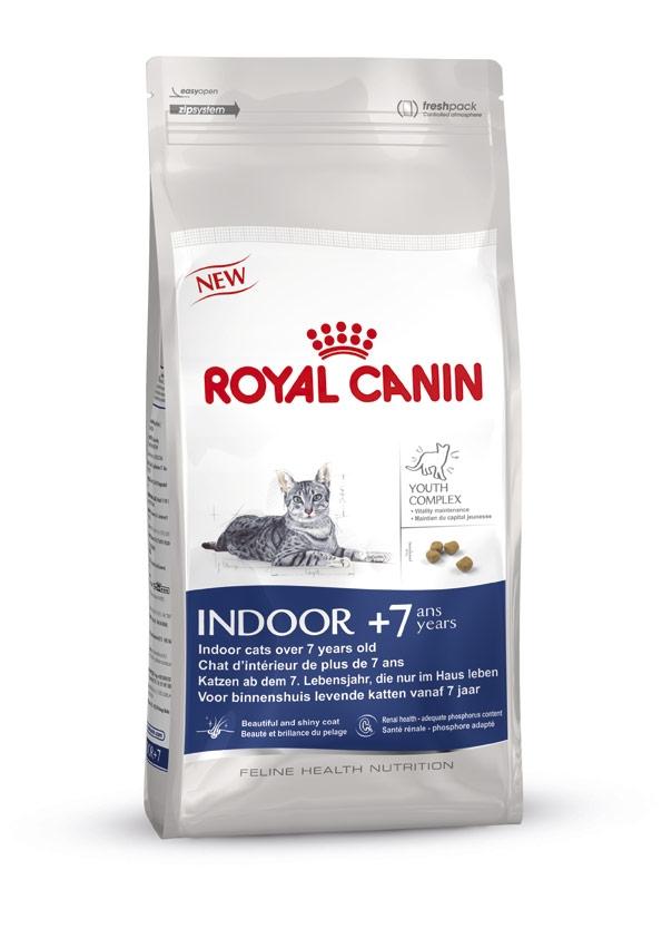 Корм сухой Royal Canin Indoor 7+, для кошек в возрасте от 7 до 12 лет, живущих в помещении, 400 г493004-548004Корм сухой Royal Canin Indoor +7 - полнорационное питание для пожилых кошек с 7 до 12 лет, постоянно проживающих в помещении. Для поддержания жизненных сил стареющей кошки. Корм Indoor +7 помогает сохранять молодость кошки благодаря запатентованному комплексу витаминов и питательных веществ с антиоксидантными свойствами и полифенолам зеленого чая и винограда. Хондропротекторные вещества и незаменимые жирные кислоты EPA и DHA, содержащиеся в этом корме, поддерживают здоровье суставов кошки. Красота и блеск шерсти кошки: улучшает блеск шерсти и здоровье кожи благодаря присутствию в корме активных питательных веществ, в том числе витаминов А и В, незаменимых жирных кислот, микроэлементов в хелатной форме, масла огуречника аптечного (богатого гамма-линоленовой кислотой) и рыбьего жира (источника жирных кислот Омега 3). Обеспечение здоровья почек – адекватное содержание фосфора: адаптированный уровень фосфора (0,79%) способствует...