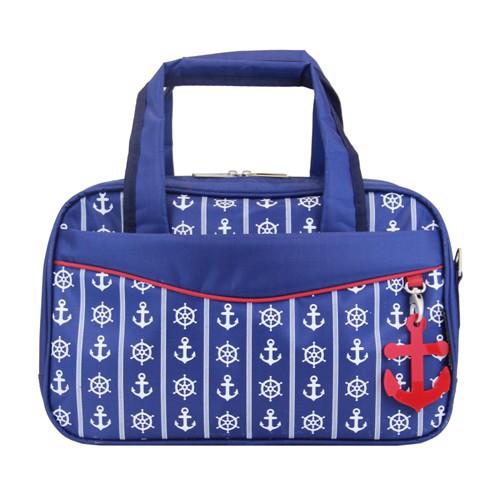 Сумка дорожная Antan Морская, цвет: синий. 2-2S2-2S морской стиль2 ПЭ/синийЖенская дорожная сумка Antan выполнена из полиэстера и оформлена принтом в морском стиле. Сумка имеет два отделения, закрывающихся на застежки-молнии. Внутри первого - два кармана на молниях, во втором - два открытых накладных кармашка. С внешней стороны и на задней стенке сумки расположены два кармана на молниях. Сумка оснащена двумя удобными ручками и съемным плечевым ремнем регулируемой длины. Такая сумка будет незаменима для поездок, а также может использоваться в качестве ручной клади во время путешествия.