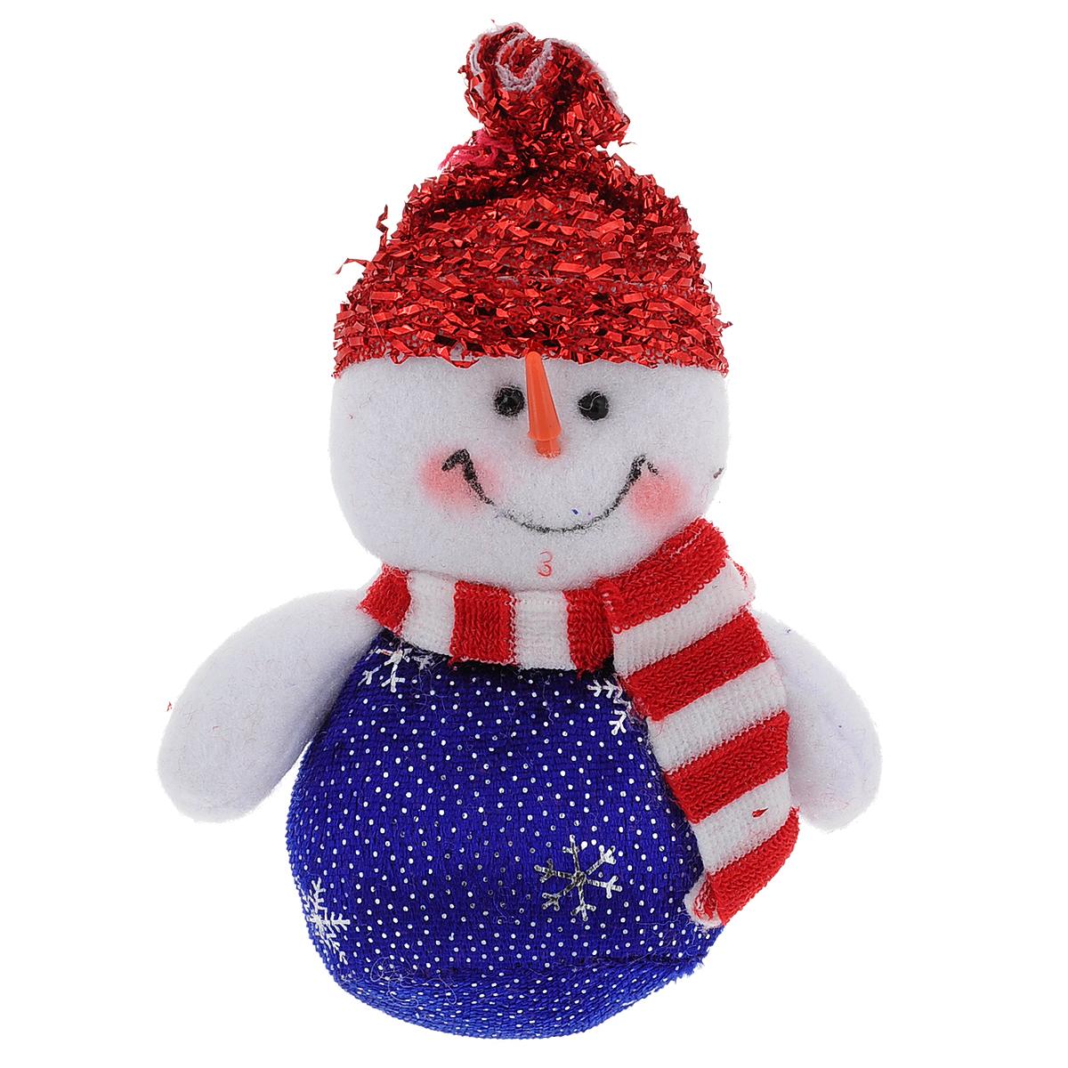 Новогоднее подвесное украшение Снеговик. 3541935419Оригинальное новогоднее украшение из пластика прекрасно подойдет для праздничного декора дома и новогодней ели. Изделие крепится на елку с помощью металлического зажима.