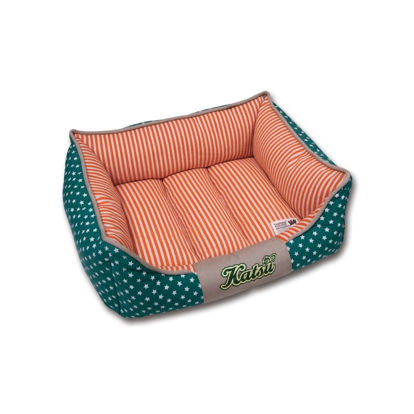 Лежак для собак Katsu Америка, цвет: зеленый, оранжевый, 50 см х 50 см х 17 см49554Мягкий и уютный лежак для собак Katsu Америка обязательно понравится вашему питомцу. Лежак выполнен из плотного материала. Внутри - мягкий наполнитель, который не теряет своей формы долгое время. Съемная внутренняя подушка, украшенная принтом в полоску, представляет собой три мягких валика. Внешние стенки оформлены звездочками. Высокие борта лежака обеспечат вашей собаке уют и комфорт. Дно изделия оснащено противоскользящей вставкой. За изделием легко ухаживать, можно стирать вручную или в стиральной машине при температуре 40°С.