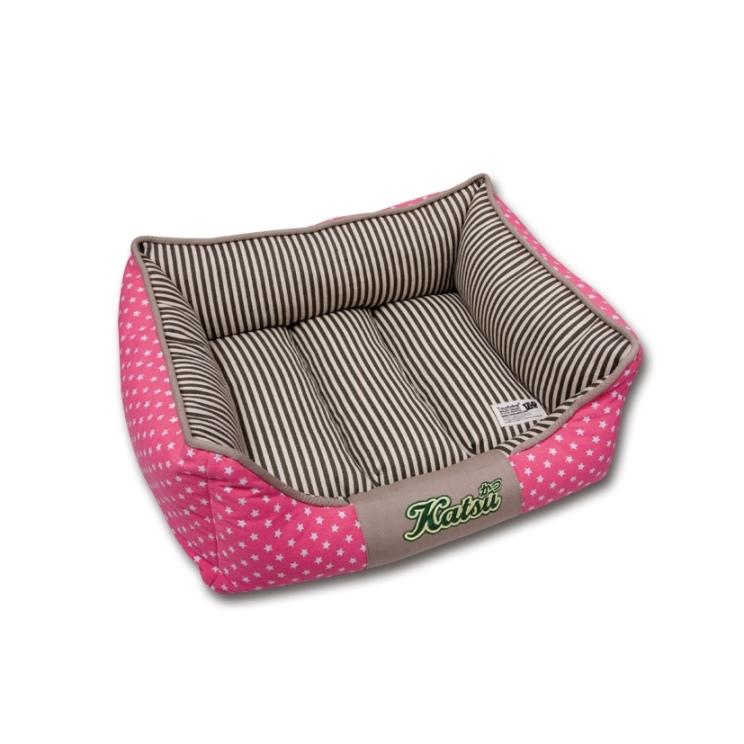 Лежак для собак Katsu Америка, цвет: бежевый, розовый, 60 см х 60 см х 19 см54862Мягкий и уютный лежак для собак Katsu Америка обязательно понравится вашему питомцу. Лежак выполнен из плотного материала. Внутри - мягкий наполнитель, который не теряет своей формы долгое время. Съемная внутренняя подушка, украшенная принтом в полоску, представляет собой три мягких валика. Внешние стенки оформлены звездочками. Высокие борта лежака обеспечат вашей собаке уют и комфорт. Дно изделия оснащено противоскользящей вставкой. За изделием легко ухаживать, можно стирать вручную или в стиральной машине при температуре 40°С.