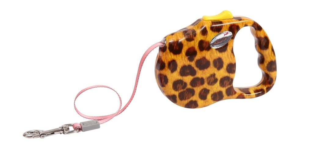 Поводок-рулетка Freego Леопард для собак до 12 кг, размер S, цвет: желтый, коричневый, 3 м57542Поводок-рулетка Freego Леопард изготовлен из пластика и нейлона. Корпус оформлен принтом под леопарда. Выдвижная нейлоновая лента-поводок имеет хромированную застежку-карабин, с помощью которой надежно пристегивается к ошейнику. Поводок-рулетка Freego Леопард - это необходимый, практичный и стильный атрибут для прогулок с вашей собачкой. Его длину можно зафиксировать с помощью специальной кнопки. Длина поводка: 3 м. Максимальная нагрузка: 12 кг.