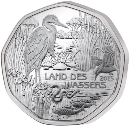 Монета номиналом 5 евро Страна воды, в буклете. Австрия, 2013 год1806-1808**Монета номиналом 5 евро Страна воды, в буклете. Австрия, 2013 год Номинал: 5 евро Вес: 8 гр. Диаметр: 28.5 мм Тираж: 50000 шт.