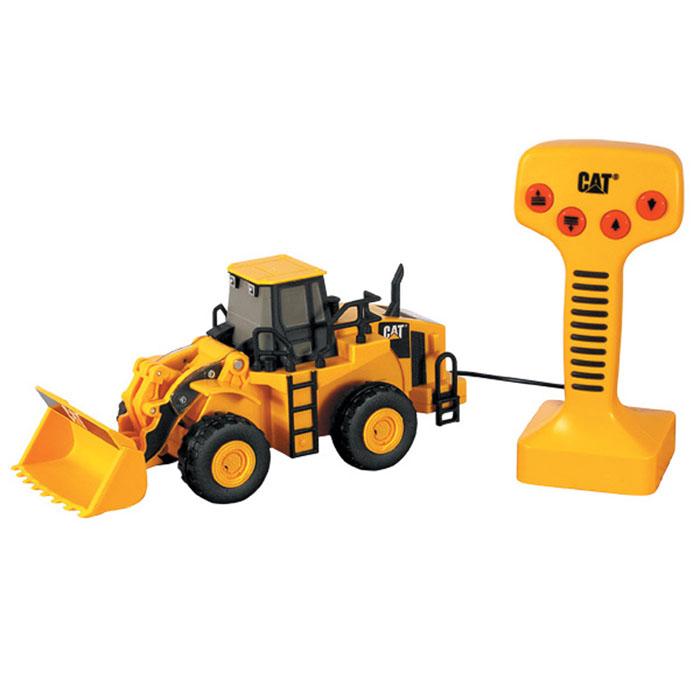 Toystate Колесный погрузчик на дистанционном управлении CAT36611TS-RИгрушка Toystate Колесный погрузчик Cat выполнена из прочного пластика черного и желтого цветов в виде колесного погрузчика фирмы Cat. В комплект с игрушкой входит пульт дистанционного управления. На нем расположены четыре кнопки, при нажатии на две из них поднимается и опускается ковш с характерными для ситуации звуками, при нажатии на две другие - погрузчик перемещается вперед и назад. Малыш проведет с этой игрушкой много увлекательных часов, воспроизводя свою стройку. Ваш ребенок будет в восторге от такого подарка! Рекомендуется докупить 3 батарейки напряжением 1,5V типа АА (товар комплектуется демонстрационными).