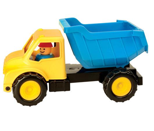 Battat Самосвал с фигуркой цвет желтый голубой68023Самосвал Battat обязательно понравится вашему малышу и надолго увлечет его. Игрушка выполнена из прочного высококачественного пластика. Самосвал имеет просторный кузов, который можно наполнить песком или важным игрушечным грузом. Кузов и кабина игрушки откидываются, что предоставит малышу дополнительный простор для игры, а также позволит посадить в кабину входящую в комплект фигурку строителя в желтой каске. Колесики машинки прорезинены и вращаются, а также имеют рельеф. Все элементы машинки имеют увеличенные размеры, малышу будет удобно играть с ней. Игры с такой машинкой развивают концентрацию внимания, координацию движений, мелкую моторику рук, цветовое восприятие и воображение. Малыш будет часами играть с этой машинкой, придумывая разные истории. Порадуйте своего ребенка таким замечательным подарком!