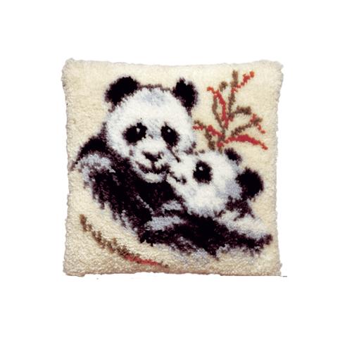 Набор для вышивания подушки Pako Панды, 40 см х 40 см7708469Набор для вышивания Pako Панды поможет вам создать свой личный шедевр - красивую картину на страмине, вышитую в ковровой технике. Такая картина станет прекрасной заготовкой для декоративной подушки, которая будет выглядеть всегда стильно и модно. Вышивание отвлечет вас от повседневных забот и превратится в увлекательное занятие! Работа, сделанная своими руками, создаст особый уют и атмосферу в доме и долгие годы будет радовать вас и ваших близких, а подарок, выполненный собственноручно, станет самым ценным для друзей и знакомых. В набор входят: - страмин с нанесенным рисунком (100% хлопок), - нитки 100% акрил (отрезками по 5,5 см), - инструкция на русском языке. Нижнее основание и наполнитель для подушки в комплект не входят.