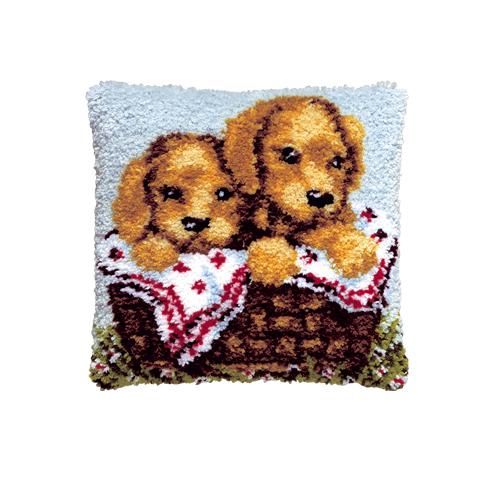 Набор для вышивания подушки Pako Щенята в корзине, 40 см х 40 см7708470Набор для вышивания Pako Щенята в корзине поможет вам создать свой личный шедевр - красивую картину на страмине, вышитую в ковровой технике. Такая картина станет прекрасной заготовкой для декоративной подушки, которая будет выглядеть всегда стильно и модно. Вышивание отвлечет вас от повседневных забот и превратится в увлекательное занятие! Работа, сделанная своими руками, создаст особый уют и атмосферу в доме и долгие годы будет радовать вас и ваших близких, а подарок, выполненный собственноручно, станет самым ценным для друзей и знакомых. В набор входят: - страмин с нанесенным рисунком (100% хлопок), - нитки 100% акрил (отрезками по 5,5 см), - инструкция на русском языке. Нижнее основание и наполнитель для подушки в комплект не входят.