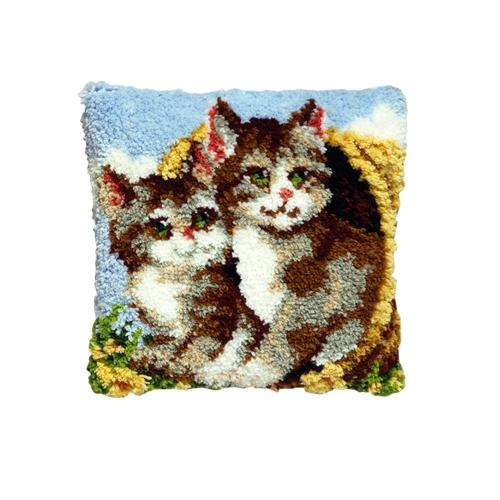 Набор для вышивания подушки Pako Котята в корзине, 40 см х 40 см7708472Набор для вышивания Pako Котята в корзине поможет вам создать свой личный шедевр - красивую картину на страмине, вышитую в ковровой технике. Такая картина станет прекрасной заготовкой для декоративной подушки, которая будет выглядеть всегда стильно и модно. Вышивание отвлечет вас от повседневных забот и превратится в увлекательное занятие! Работа, сделанная своими руками, создаст особый уют и атмосферу в доме и долгие годы будет радовать вас и ваших близких, а подарок, выполненный собственноручно, станет самым ценным для друзей и знакомых. В набор входят: - страмин с нанесенным рисунком (100% хлопок), - нитки 100% акрил (отрезками по 5,5 см), - инструкция на русском языке. Нижнее основание и наполнитель для подушки в комплект не входят.