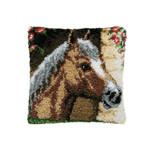 Набор для вышивания подушки Pako Конь, 40 см х 40 см7708474Набор для вышивания Pako Конь поможет вам создать свой личный шедевр - красивую картину на страмине, вышитую в ковровой технике. Такая картина станет прекрасной заготовкой для декоративной подушки, которая будет выглядеть всегда стильно и модно. Вышивание отвлечет вас от повседневных забот и превратится в увлекательное занятие! Работа, сделанная своими руками, создаст особый уют и атмосферу в доме и долгие годы будет радовать вас и ваших близких, а подарок, выполненный собственноручно, станет самым ценным для друзей и знакомых. В набор входят: - страмин с нанесенным рисунком (100% хлопок), - нитки 100% акрил (отрезками по 5,5 см), - инструкция на русском языке. Нижнее основание и наполнитель для подушки в комплект не входят.