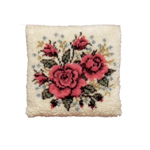 Набор для вышивания подушки Pako Розы и незабудки, 40 см х 40 см7708477Набор для вышивания Pako Розы и незабудки поможет вам создать свой личный шедевр - красивую картину на страмине, вышитую в ковровой технике. Такая картина станет прекрасной заготовкой для декоративной подушки, которая будет выглядеть всегда стильно и модно. Вышивание отвлечет вас от повседневных забот и превратится в увлекательное занятие! Работа, сделанная своими руками, создаст особый уют и атмосферу в доме и долгие годы будет радовать вас и ваших близких, а подарок, выполненный собственноручно, станет самым ценным для друзей и знакомых. В набор входят: - страмин с нанесенным рисунком (100% хлопок), - нитки 100% акрил (отрезками по 5,5 см), - инструкция на русском языке. Нижнее основание и наполнитель для подушки в комплект не входят.