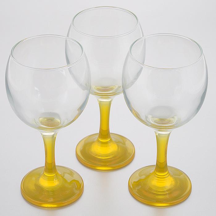 Набор фужеров Glass4you, цвет: желтый, 290 мл, 3 шт44411Y/Набор Glass4you состоит из трех фужеров на тонких цветных ножках, выполненных из прочного натрий-кальций-силикатного стекла. Фужеры излучают приятный блеск и издают мелодичный звон. Предназначены для вина. Набор фужеров Glass4you прекрасно оформит праздничный стол и станет хорошим подарком к любому случаю. Можно мыть в посудомоечной машине.