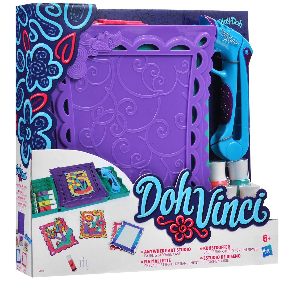 Набор для творчества DohVinchi Студия дизайна с собойB4935EU4Набор для творчества DohVinchi Студия дизайна с собой подарит вашей малышке массу положительных эмоций. С ним она сможет украсить яркие карточки с помощью специального маркера с моделирующей смесью. Набор включает удобный чемоданчик, 5 карточек для декорирования, 4 тюбика с моделирующей смесью разных цветов и маркер. Чемоданчик раскладывается для демонстрации работ ребенка и хранения инструментов и оснащен ручкой для переноски. На карточки уже нанесен рисунок. Необходимо заправить маркер тюбиком со смесью нужного цвета и легко надавить на ручку. Для закрепления элементов на карточках необходимо использовать клей. Смесь сохнет в течение ночи и легко удаляется при необходимости. Также смесь можно наносить на дерево, картон, бумагу, клейкую ленту и другие материалы. Игра с таким набором поможет ребенку развить воображение, координацию и мелкую моторику рук. Порадуйте его таким замечательным подарком! Общая масса смеси: 56 г.
