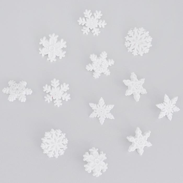 Пуговицы декоративные Dress It Up Снежинки, 12 шт. 77024817702481Набор Dress It Up Снежинки состоит из 12 декоративных пуговиц, выполненных из пластика в форме снежинок. Изделия декорированы блестками. Такие пуговицы подходят для любых видов творчества: скрапбукинга, декорирования, шитья, изготовления кукол, а также для оформления одежды. С их помощью вы сможете украсить открытку, фотографию, альбом, подарок и другие предметы ручной работы.