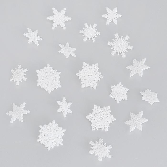 Пуговицы декоративные Dress It Up Первый снег, 16 шт. 77024857702485Набор Dress It Up Первый снег состоит из 16 декоративных пуговиц, выполненных из пластика в форме снежинок. Такие пуговицы подходят для любых видов творчества: скрапбукинга, декорирования, шитья, изготовления кукол, а также для оформления одежды. С их помощью вы сможете украсить открытку, фотографию, альбом, подарок и другие предметы ручной работы.