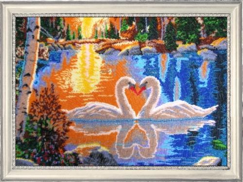 Набор для вышивания бисером Butterfly Лебеди на закате, 34 х 49 см545216Набор для вышивания Butterfly Лебеди на закате поможет вам создать свой личный шедевр - красивую картину на атласной ткани, вышитую бисером. Вышивание отвлечет вас от повседневных забот и превратится в увлекательное занятие! Работа, сделанная своими руками, создаст особый уют и атмосферу в доме и долгие годы будет радовать вас и ваших близких, а подарок, выполненный собственноручно, станет самым ценным для друзей и знакомых. В набор входят: - ткань (атлас) с нанесенным рисунком, - бисер Preciosa Ornela №10 - 20 цветов (Чехия), - инструкция на русском языке, - игла бисерная. УВАЖАЕМЫЕ КЛИЕНТЫ! Обращаем ваше внимание, на тот факт, что рамка в комплект не входит, а служит для визуального восприятия товара.