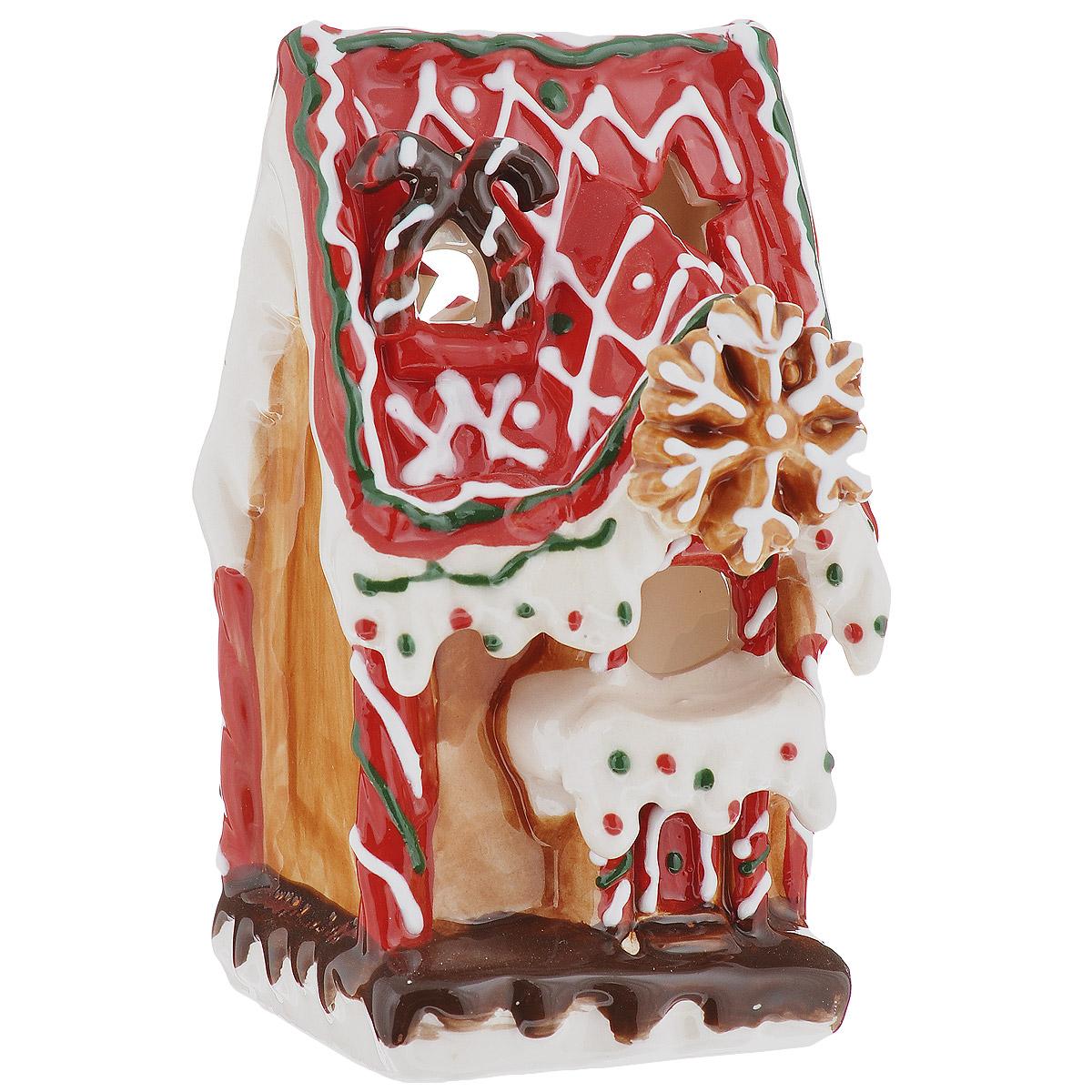 Новогодний декоративный подсвечник House & Holder Домик, цвет: коричневыйDP-B83-131016-4D/CНовогодний подсвечник House & Holder Домик, выполненный из керамики, украсит интерьер вашего дома или офиса в преддверии Нового года. Оригинальный дизайн и красочное исполнение создадут праздничное настроение. Подсвечник выполнен в виде пряничного домика и декорирован перфорацией в форме звездочек. Вы можете поставить подсвечник в любом месте, где он будет удачно смотреться, и радовать глаз. Кроме того - это отличный вариант подарка для ваших близких и друзей.