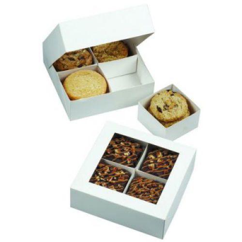 Коробка подарочная Wilton, квадратная с окошком, 3 штWLT-415-1431Подарочные коробочки Wilton используются для праздничной упаковки кондитерских изделий. Имеется окошко для обзора содержимого. Для каждого пирожного предусмотрена своя ячейка. Коробка легко собирается.