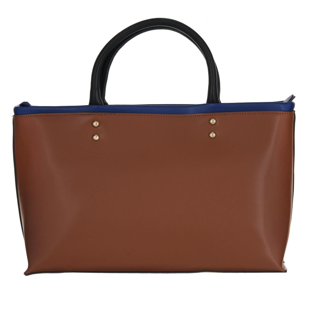 Сумка женская Fancys Bag, цвет: коричневый, синий. 13077-09/8213077-09/82Классическая женская сумка Fancys Bag изготовлена из натуральной кожи и исполнена в нескольких цветах. Ручки прочно крепятся к корпусу сумки на фурнитуру. Изделие закрывается на удобную застежку-молнию. Внутреннее вместительное отделение разделено средником на застежке-молнии, содержит два накладных кармашка для мелочей и врезной карман на застежке-молнии. В комплекте с сумкой - длинный съемный плечевой ремень. К изделию также прилагается фирменный текстильный чехол. Элегантная сумка займет достойное место среди вашей коллекции аксессуаров и подчеркнет ваш безупречный вкус.