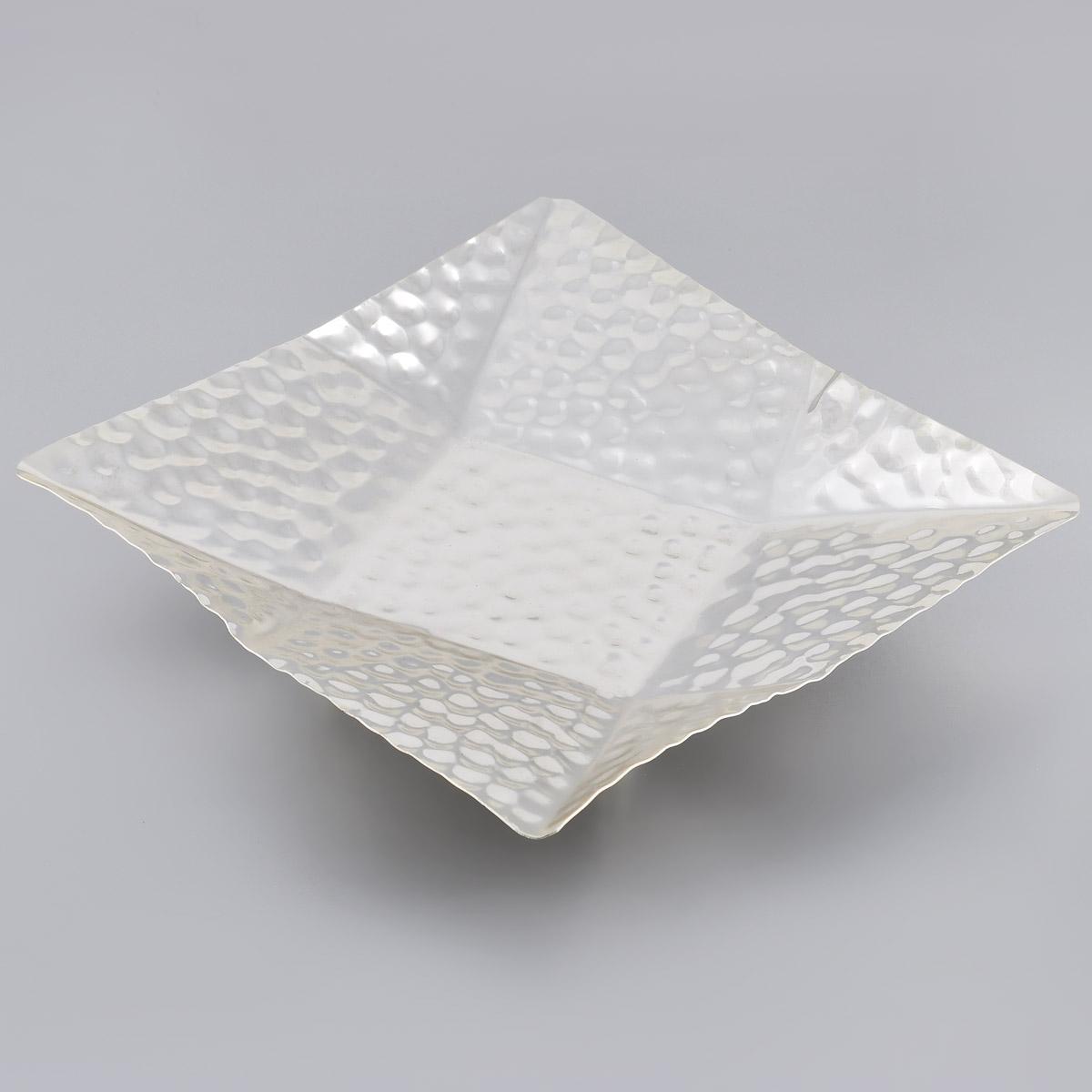 Ваза универсальная Marquis, 25 см х 25 см х 5 см7029-MRУниверсальная ваза Marquis изготовлена из стали с никель-серебряным покрытием и украшена оригинальным рельефом. Ваза прекрасно подойдет для хранения и подачи конфет, пирожных, фруктов и других продуктов. Такая ваза придется по вкусу и ценителям классики, и тем, кто предпочитает утонченность и изысканность. Она великолепно украсит праздничный стол и подчеркнет прекрасный вкус хозяина, а также станет отличным подарком.