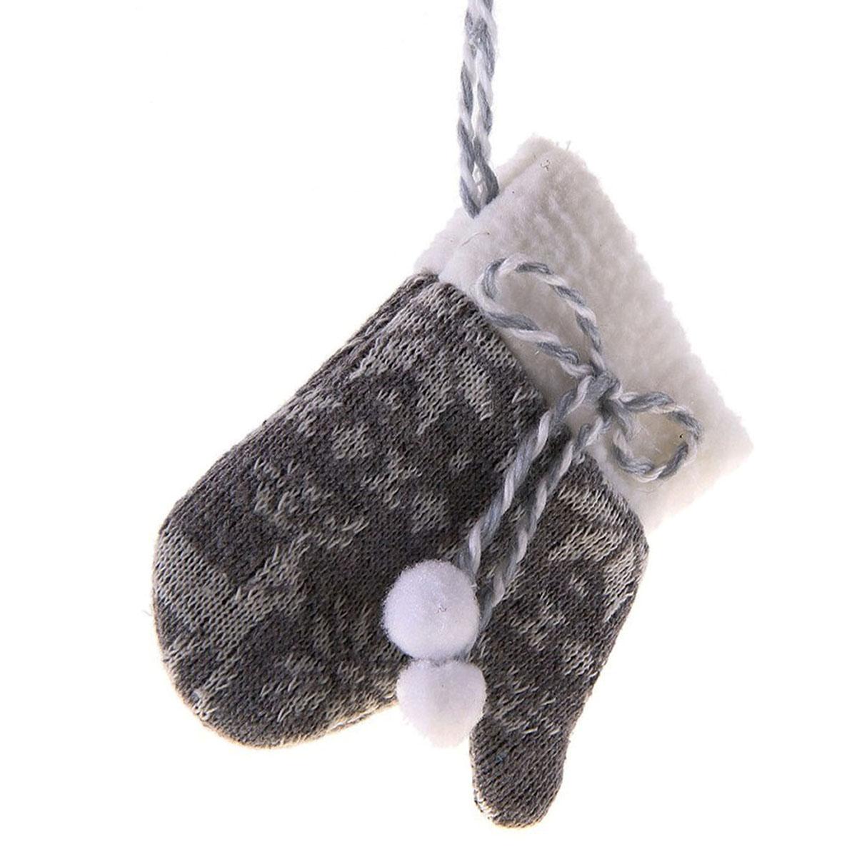 Новогоднее подвесное украшение Sima-land Варежка, цвет: серый. 685963685963Новогоднее украшение Sima-land Варежка отлично подойдет для декорации вашего дома и новогодней ели. Игрушка выполнена из текстиля в виде вязаной варежки, декорированной оригинальным орнаментом и завязками. Украшение оснащено текстильной петелькой для подвешивания. Елочная игрушка - символ Нового года. Она несет в себе волшебство и красоту праздника. Создайте в своем доме атмосферу веселья и радости, украшая всей семьей новогоднюю елку нарядными игрушками, которые будут из года в год накапливать теплоту воспоминаний. Коллекция декоративных украшений из серии Зимнее волшебство принесет в ваш дом ни с чем не сравнимое ощущение праздника!