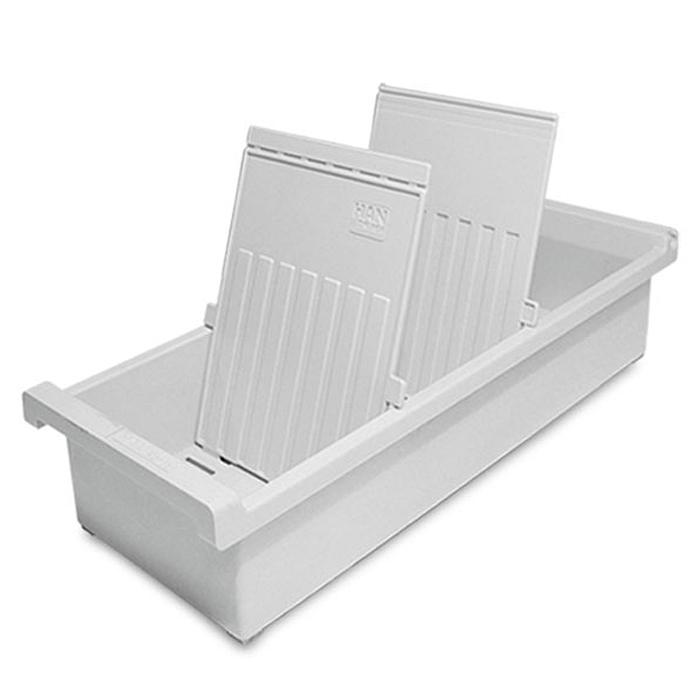 Лоток для бумаг вертикальный HAN, цвет: светло-серый, формат А6. HA956-0-1/11HA956-0-1/11Вертикальный лоток для бумаг HAN поможет вам навести порядок на столе и сэкономить пространство. Лоток подойдет для карточек формата А6 и меньше. Лоток состоит из 3 вместительных секций, и, благодаря оригинальному дизайну и классической форме, органично впишется в любой интерьер. В комплект входят 2 прозрачных ярлыка и 2 пластиковых съемных разделителя, всего лоток оснащен вырубками для 26 разделителей. Таким образом, можно изменять размер секций, что позволяет настроить лоток так, как будет удобно именно вам. Лоток изготовлен из антистатического ударопрочного пластика. Лоток имеет ножки, предотвращающие скольжение по столу и обеспечивающие необходимую устойчивость. Благодаря лотку для бумаг, важные бумаги и документы не потеряются и всегда будут под рукой.