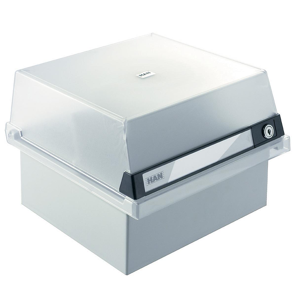 Лоток для бумаг горизонтальный HAN, с крышкой, цвет: светло-серый, формат А5. HA965/S/631HA965/S/631Горизонтальный лоток для бумаг HAN поможет вам навести порядок на столе и сэкономить пространство. Лоток подойдет для карточек формата А5 и меньше. Лоток состоит из 3 вместительных секций, и, благодаря оригинальному дизайну и классической форме, органично впишется в любой интерьер. В комплект входят 1 прозрачный ярлык и 1 пластиковый съемный разделитель, всего лоток оснащен вырубками для 16 разделителей. Таким образом, можно изменять размер секций, что позволяет настроить лоток так, как будет удобно именно вам. Лоток закрывается прозрачной крышкой на ключ, что обеспечивает сохранность хранящихся в нем бумаг. В комплекте - 2 ключа. На крышке расположено прозрачное окошко для этикетки. Лоток изготовлен из антистатического ударопрочного пластика. Лоток имеет ножки, предотвращающие скольжение по столу и обеспечивающие необходимую устойчивость. Благодаря лотку для бумаг, важные бумаги и документы не потеряются и всегда будут под рукой.