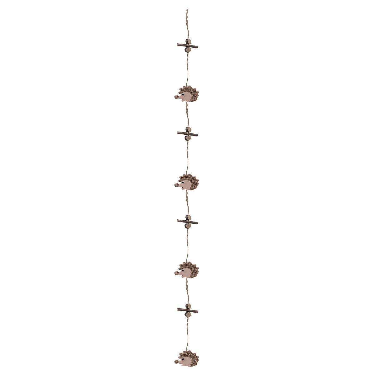 Новогоднее подвесное украшение House & Holder Ежики15125Новогоднее украшение House & Holder Ежики отлично подойдет для декорации вашего дома. Игрушка выполнена в виде подвесной гирлянды и декорирована деревянными палочками и фигурками ежиков. Украшение оснащено специальной текстильной петелькой для подвешивания. Создайте в своем доме атмосферу веселья и радости, украшая всей семьей дом нарядными игрушками, которые будут из года в год накапливать теплоту воспоминаний. Размер ежика: 5 см х 6 см.